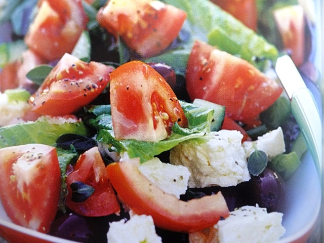 How to make Greek salads? Greek salad recipes and ingredient shared on our page.