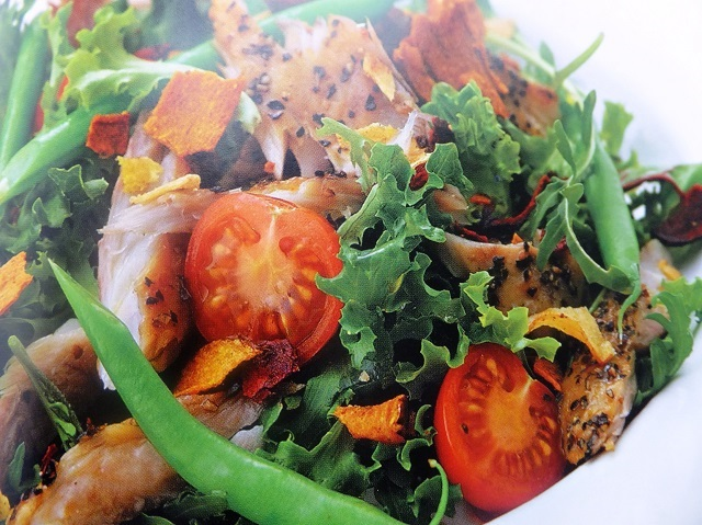 Peppered mackerel with vegetable crisps