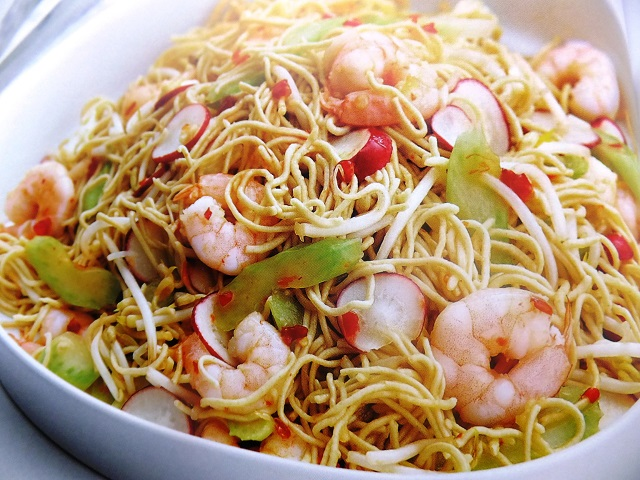 How to make sweet chilli prawn and egg noodle salads. Ingredients and sweet chilli prawn and egg noodle salad recipes.
