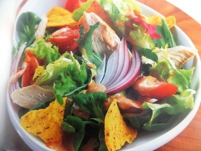 How to make chicken and crunchy tortilla salads? Chicken and crunchy tortilla salad recipe and ingredient shared on our page.