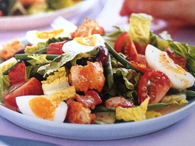 How to make Niçoise salad of bacon and cheesy croutons? Niçoise salad of bacon and cheesy croutons recipes and ingredient shared on our page.