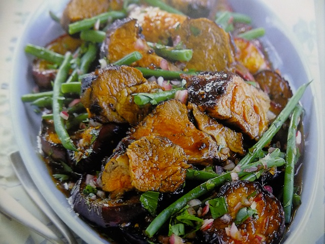 How to make lamb and aubergine with pomegranate salads? Lamb and aubergine with pomegranate salad recipe and ingredient shared on our page.