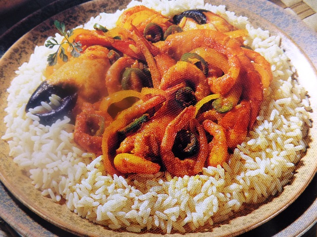This nutritious seafood curry is quick to prepare and cook and makes an excellent supper dish served on a bed of boiled rice. How to make prawn and crab curry?