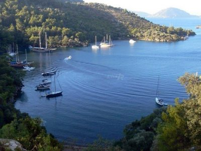 Bedri Rahmi bay is also known as Tasyaka and Lcyia Bay. This bay is located Fethiye Gulf and across the Shipyard Island.